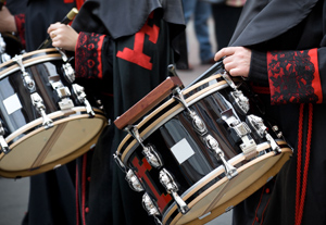 http://www.studyinspain.info/export/sites/studyinspain/.content/Imagenes/fiestas/procesion_s48586267_th.jpg
